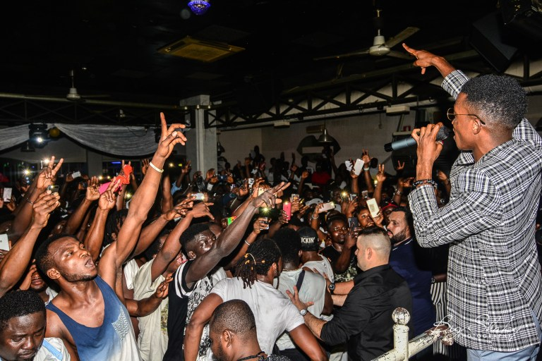 Photo of Kofi Kinaata shuts down Italy on second concert of Europe Tour 2018 – PHOTOS
