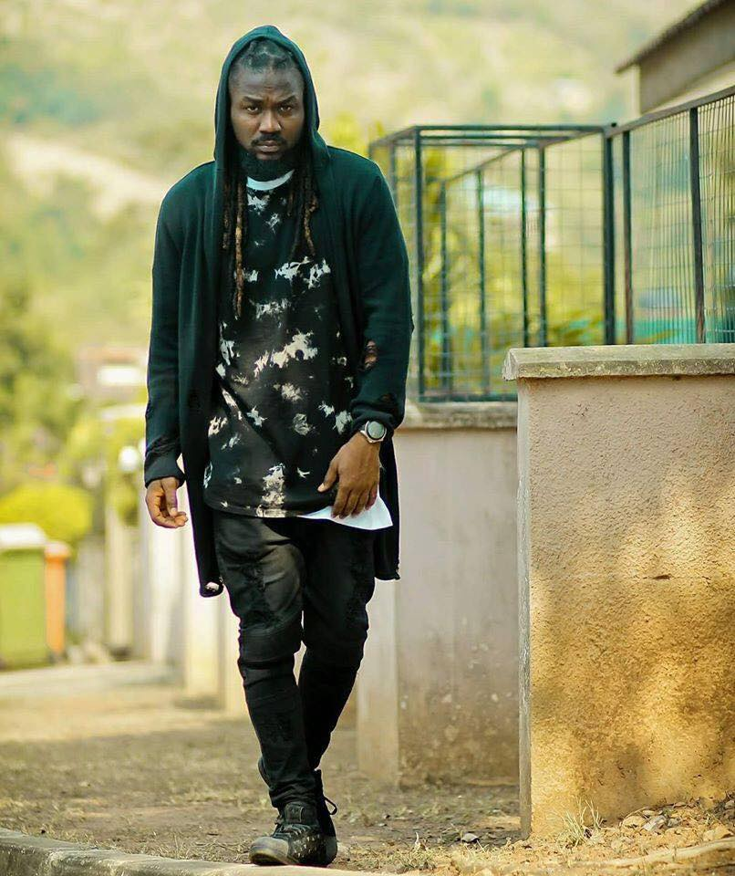 Photo of Samini proves the essence of marrying a perfect woman in 'Obaa' video