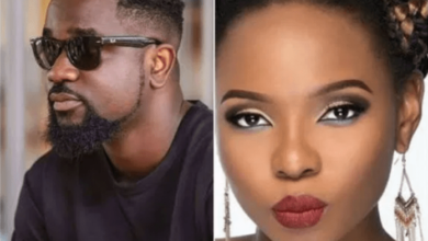 Photo of Sarkodie apologises to Yemi Alade