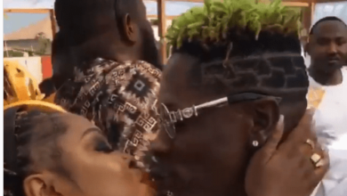 Photo of Shatta Wale kissed Afia Schwarzenegger At Medikal And Fella Makafui's Traditional Wedding / WATCH VIDEO