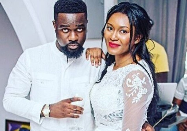 Sarkodie spotted doing things with Tracy Sarkcess on her birthday. Watch the romantic moment here
