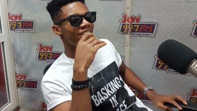 Photo of Radio host sacks Kidi from live show for late appearance