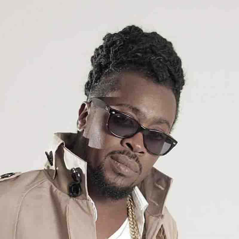 Beenie Man - Put Her in Di Middle (MM Entertainment)